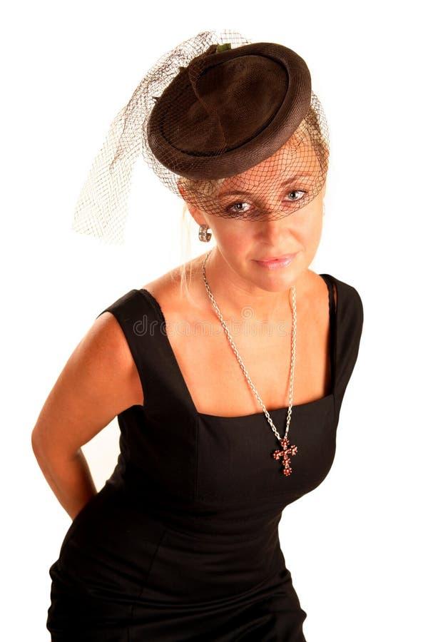det eleganta huvudet henne skyler kvinnan arkivbilder