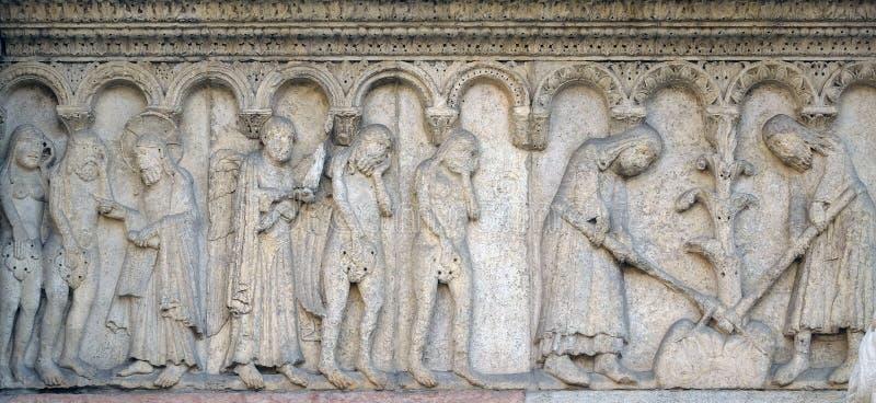 Det evigt tillrättavisar Adam och helgdagsaftonen, fördrivningen från den paradis-, Adam och helgdagsaftonhackan jorden arkivfoton