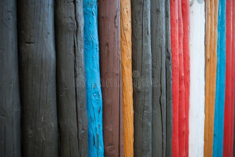 Det färgrika konstverket målade på wood material för tappningwallpa fotografering för bildbyråer
