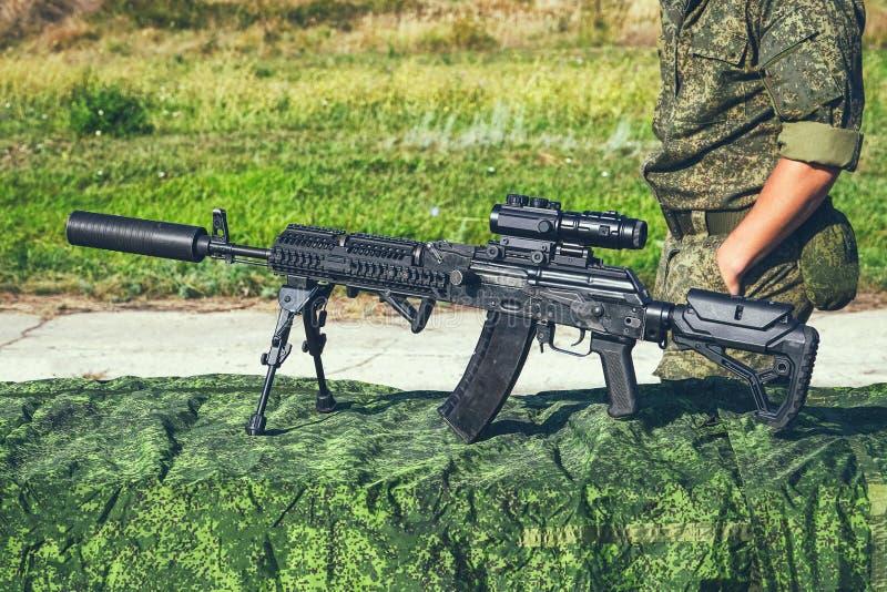 Det förbättrade geväret för KalashnikovAK47 anfall på bipods fotografering för bildbyråer