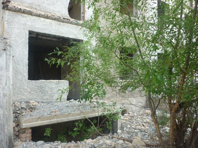 Det förstörda huset som jag bodde en gång in royaltyfria bilder