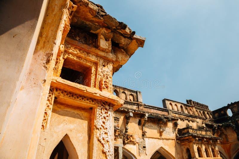 Det forntida badet för drottning` s fördärvar i Hampi, Indien royaltyfri fotografi