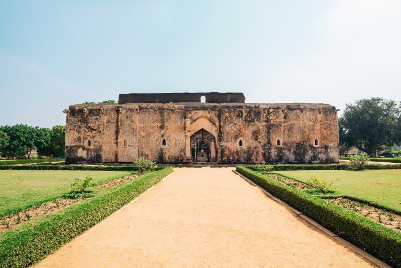 Det forntida badet för drottning` s fördärvar i Hampi, Indien arkivbild