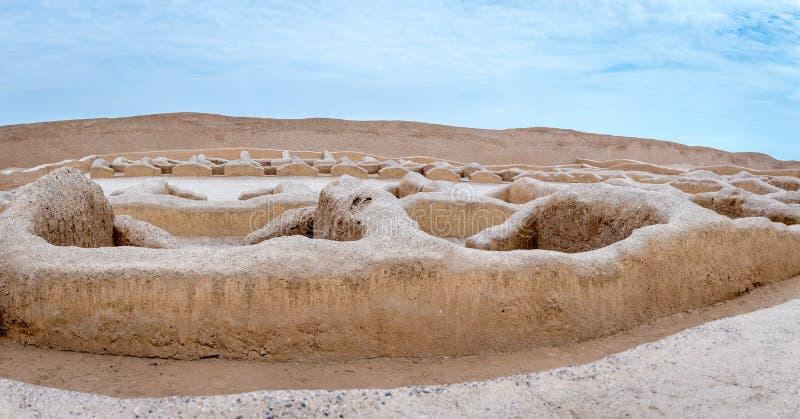 Det forntida fördärvar av Chan Chan i Peru royaltyfria foton