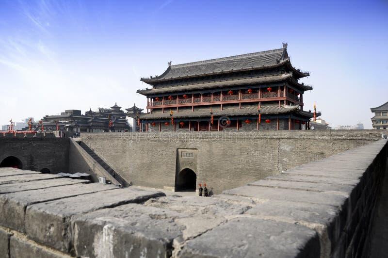 Det forntida tornet royaltyfri foto