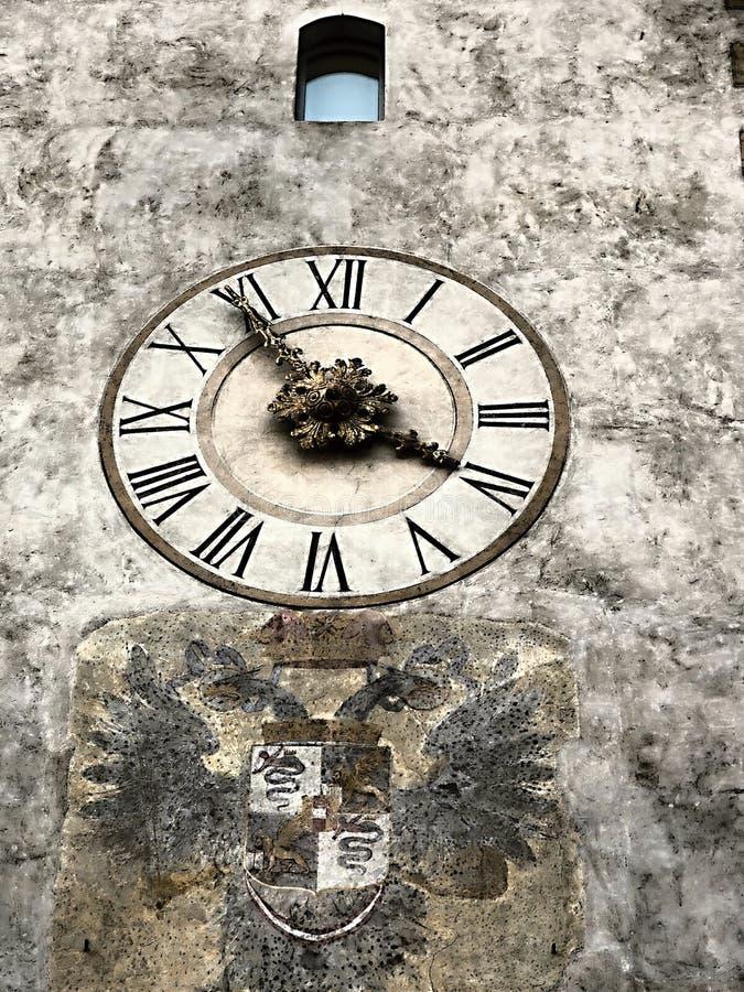 Det fria fotoet med hög upplösning av klockan, tid, väggen, modellen, visartavlan, konst, skissar, teckningen, illustrationen, de arkivbilder