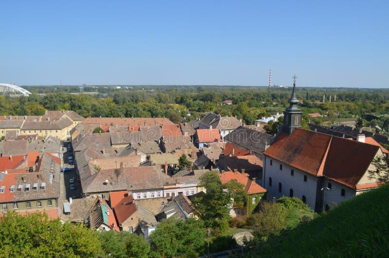 Det gamla centret av Petrovaradin, Serbien Beskåda från fästningen arkivfoto