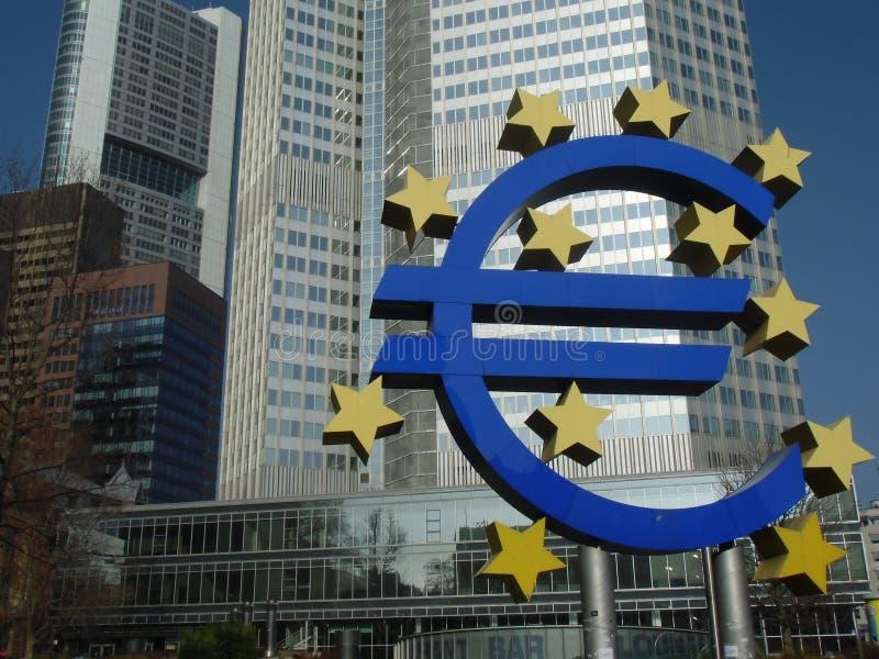 Det gamla ECBeuroet undertecknar in Frankfurt arkivfoton