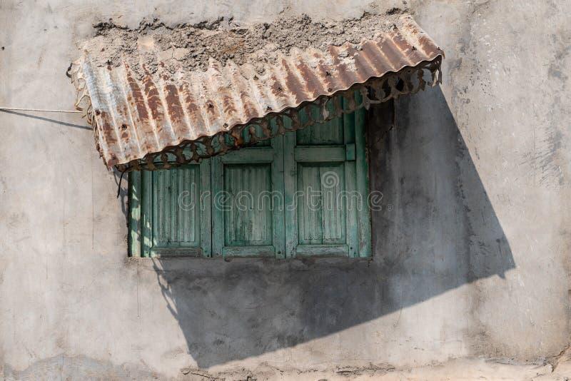 Det gamla fönstret i Jodhpur arkivfoton
