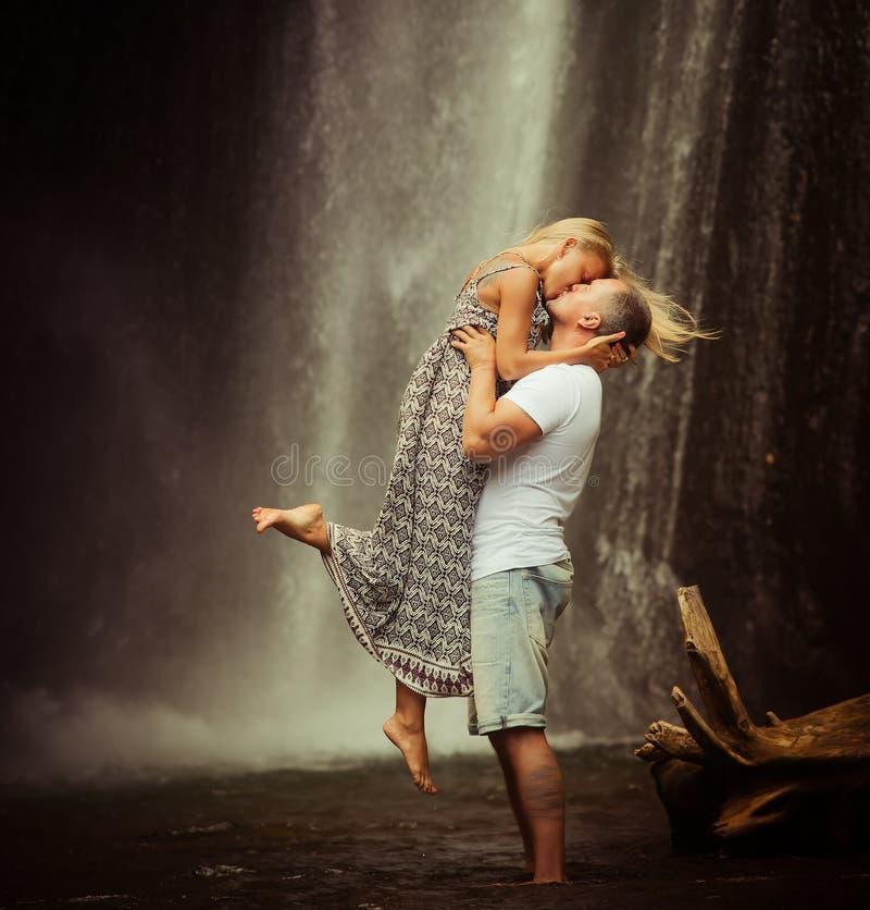 Det gamla fotoet av par reser till Bali royaltyfri bild