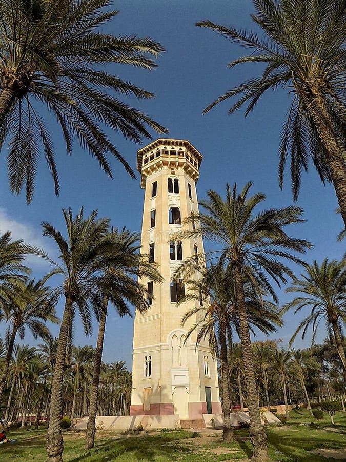 Det gamla gula tornet royaltyfri foto