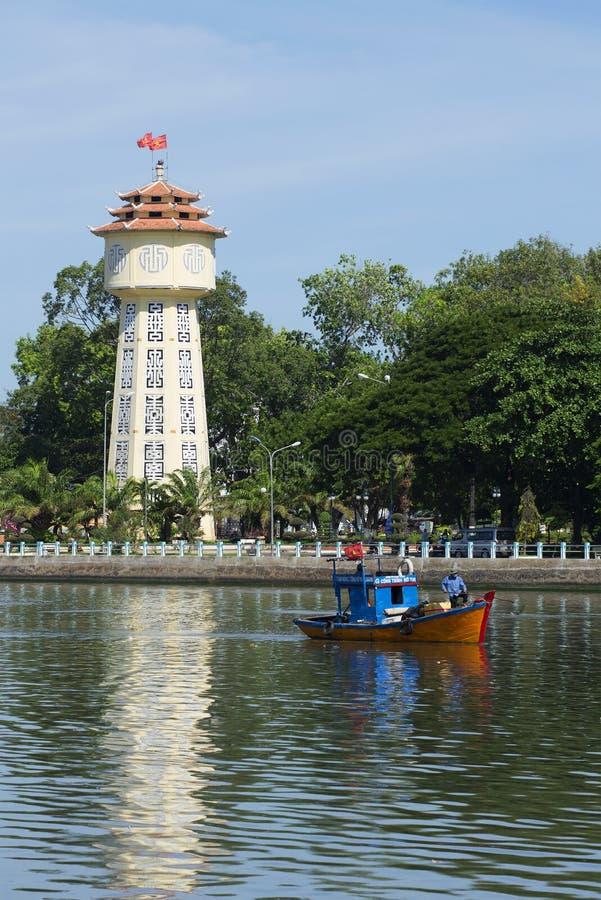 Det gamla vattentornet på stranden Phan Thiet vietnam arkivbilder