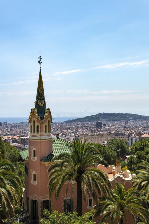 Det Gaudi huset parkerar in Guell royaltyfri bild