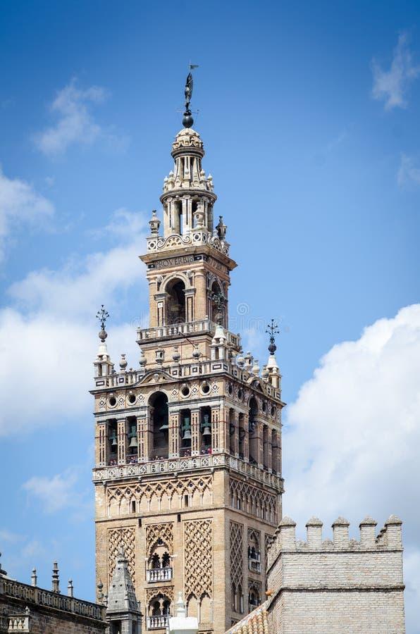 Det Giralda tornet är en berömd gränsmärke i staden av Seville, Spanien arkivbild