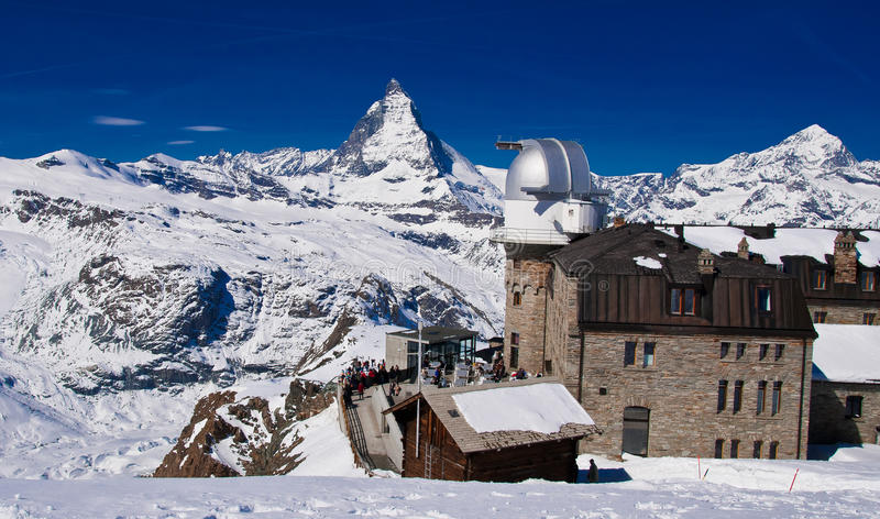 Det Gornergrat observatorium- och Matterhorn maximumet royaltyfria bilder