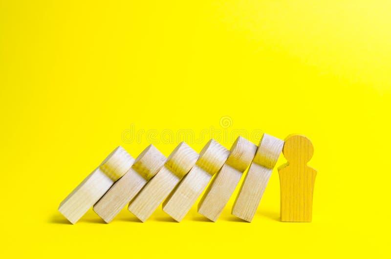 Det guld- diagramet ledare förhindrar fthe för att falla av en uppsättning av diagram som dominobrickor r Stark ledare och pålitl fotografering för bildbyråer