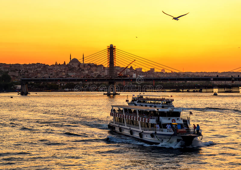 Det guld- hornet på solnedgången, Istanbul arkivfoto