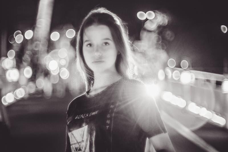 Det härliga barnet modellerar den tonåriga flickan arkivbilder