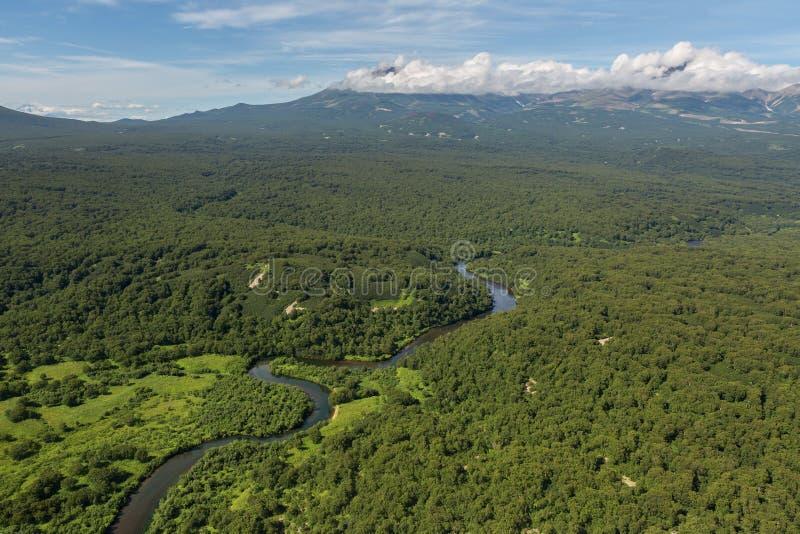 Det härliga landskapet i den södra Kamchatka naturen parkerar royaltyfri bild