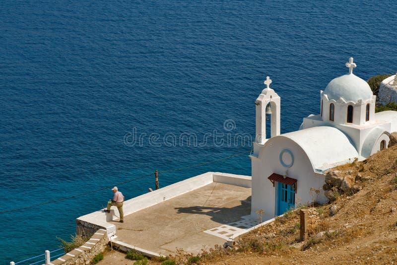 Det härliga lilla kapellet nedanför den Pigadia kyrkogården på den Karapathos ön fotografering för bildbyråer