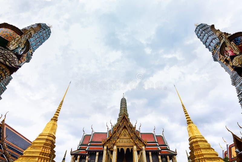 Det härligt av Wat Phra Kaew eller Wat Phra Si Rattana Satsadaram, tempel av Emerald Buddha, forntida tempel i Bangkok, arkivbilder