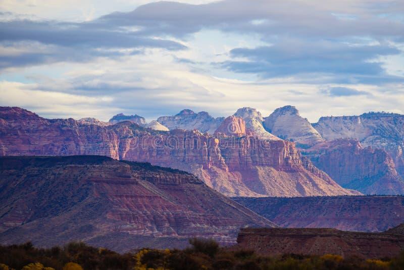 Det härligt vaggar bildande runt om sidan, Arizona arkivfoton