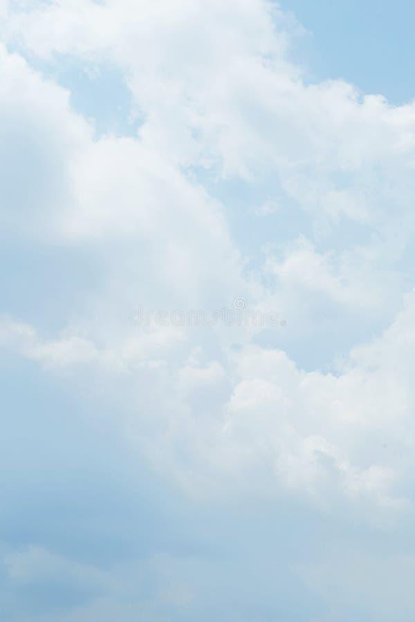 Det har målat av molnig himmel Dagligt skapar himlen ny atmosfär royaltyfri bild