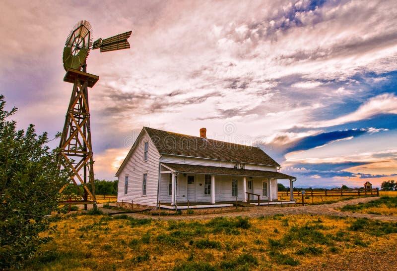 Det historiska lantbrukarhemmet på den 17 mil lantgården parkerar royaltyfria foton