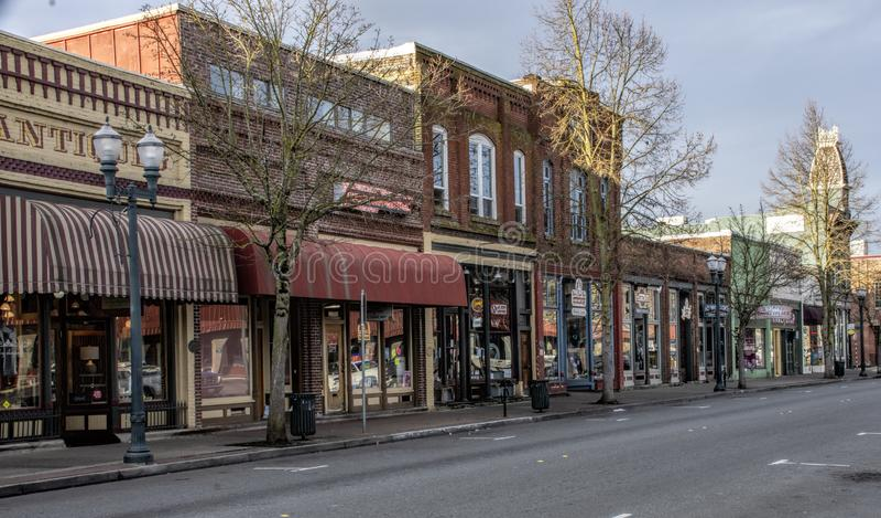 Det historiska stadskvarteret i lån passerar, Oregon royaltyfria bilder