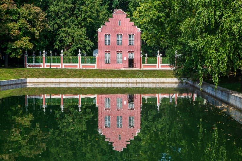 Det holländska huset i Kuskovo parkerar royaltyfri fotografi