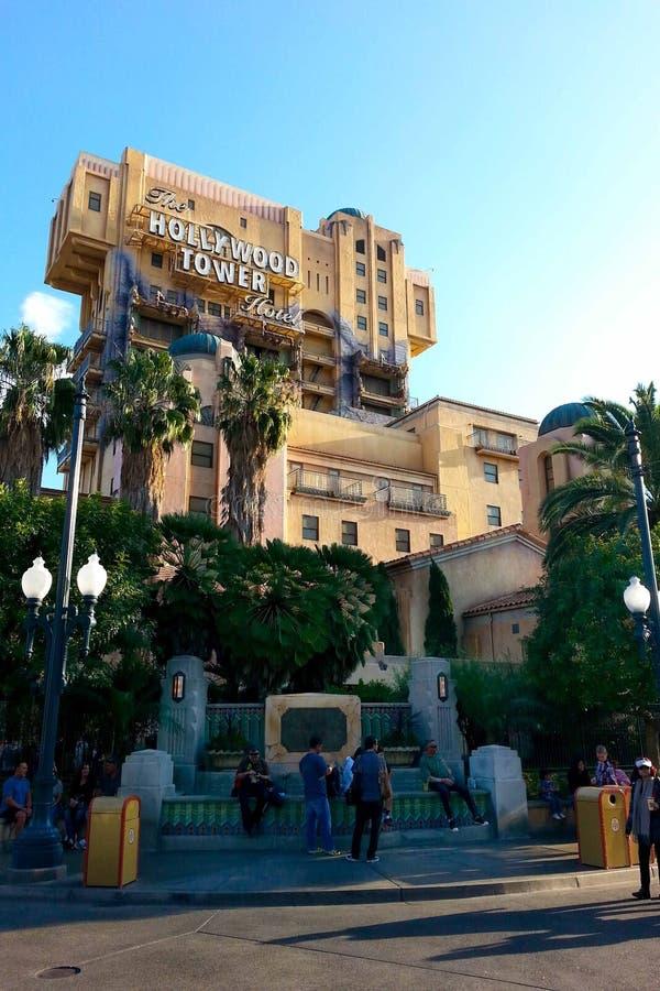 Det Hollywood tornet av skräcken på Disney det Kalifornien affärsföretaget parkerar royaltyfria foton
