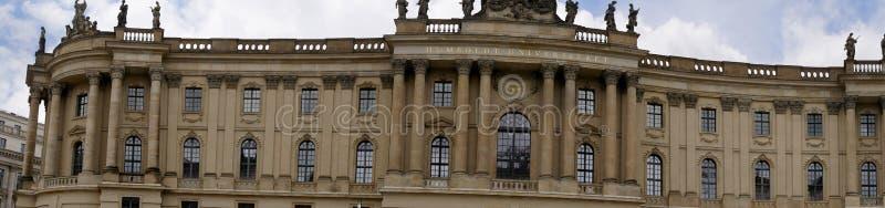 Det Humboldt universitetet på den Unter hålalinden i Berlin Germany arkivfoto