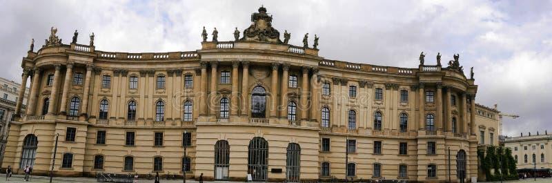 Det Humboldt universitetet på den Unter hålalinden i Berlin Germany royaltyfri bild