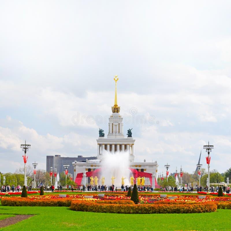 Det huvudsakliga paviljong- och springbrunnkamratskapet av folket Moskva Ryssland, VDNH royaltyfria bilder