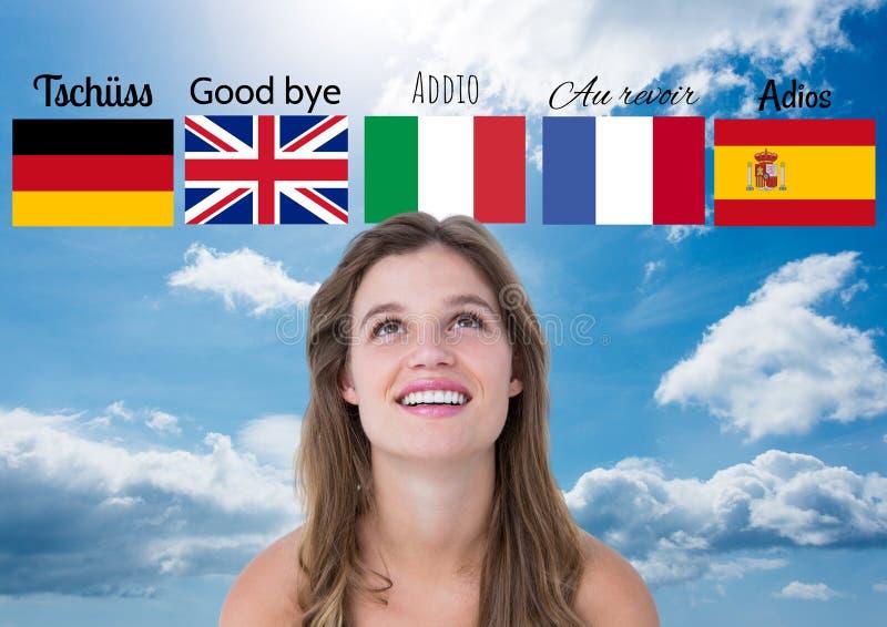 det huvudsakliga språket sjunker med ord över ung lycklig kvinna 1 bakgrund clouds den molniga skyen royaltyfri foto
