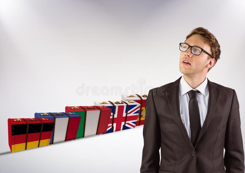 det huvudsakliga språket sjunker resväskor bak ungt tänka för affärsman royaltyfri foto