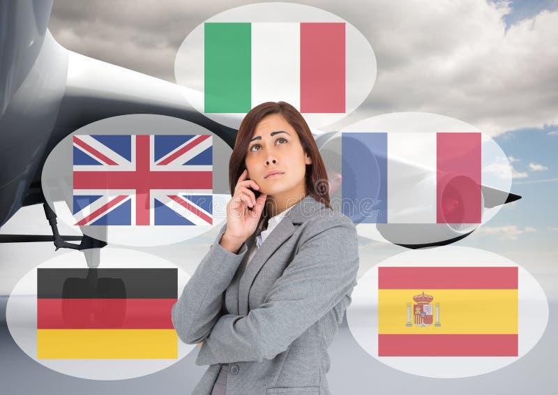 det huvudsakliga språket sjunker runt om kvinna i flygplatsen royaltyfri foto