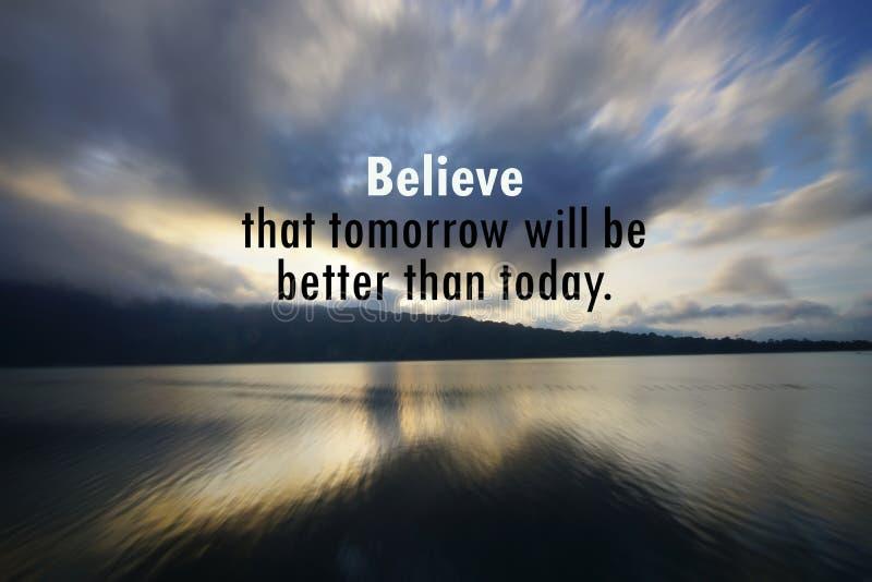 Det inspirerande motivational citationstecknet - tro att i morgon var bättre än i dag Med att rusa molnmodellen i himlen som är b arkivfoton