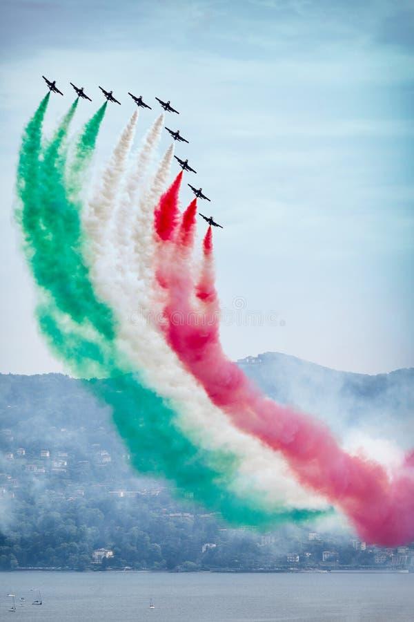 Det italienska Aerobatic laget Freccen Tricolori royaltyfri bild