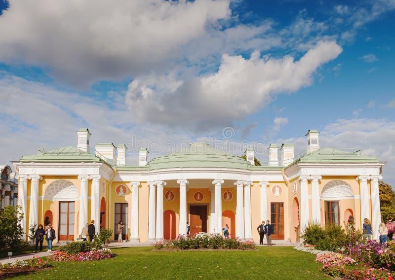 Det kalla badet med den berömda agat hyr rum i Catherine parkerar, Tsarskoye S arkivbild