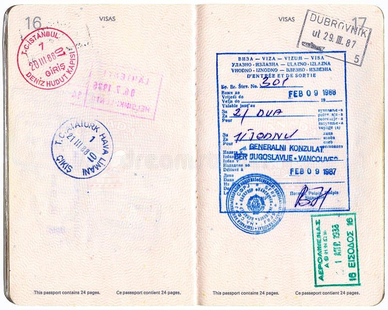 det kanadensiska passet stämplar visajugoslav arkivfoto