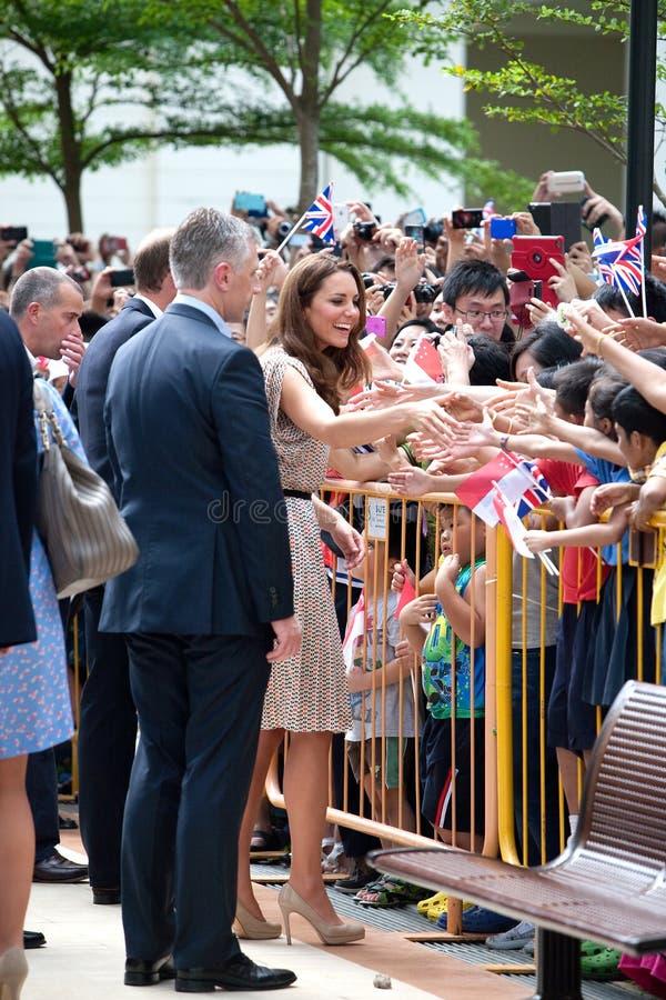 Det Kate Middleton och för prinsen William mötet väller fram wishers, Singapore Sept 12 2012 arkivfoton