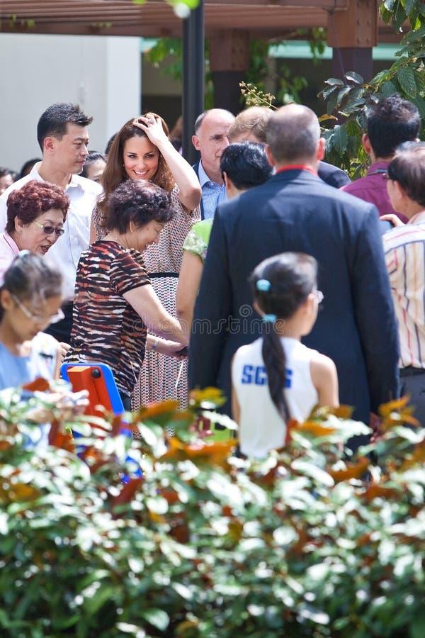 Det Kate Middleton och för prinsen William mötet väller fram wishers, Singapore Sept 12 2012 arkivbilder