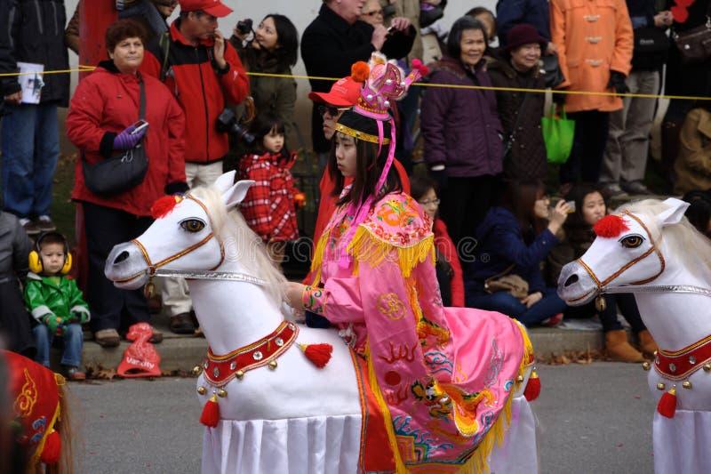 Det kinesiska nya året ståtar, flickan på häst arkivfoton