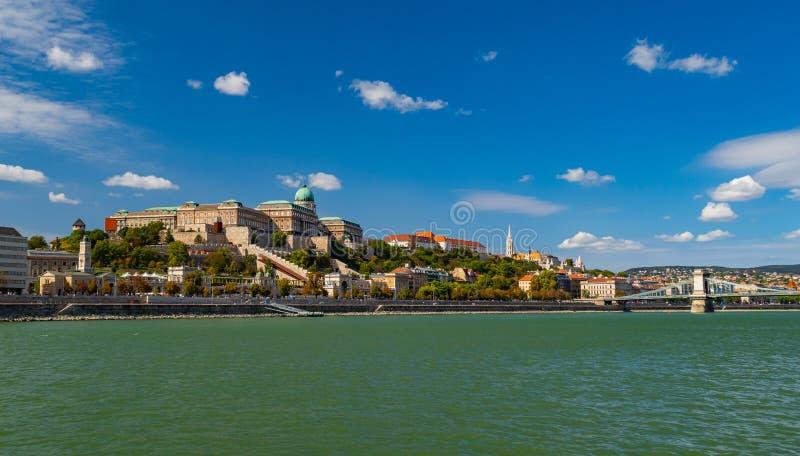 Det kungliga Palace och Buda Hill royaltyfria foton