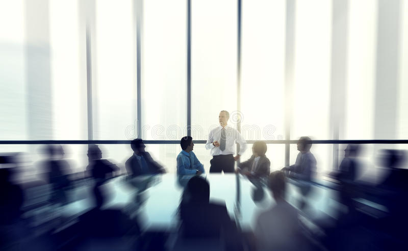 Det ledareOf The Business folket som ger en anförandekonferens royaltyfri foto