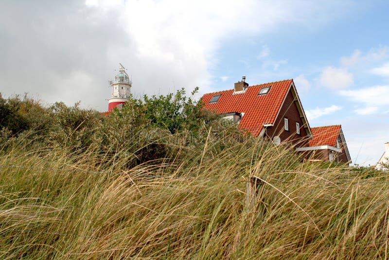 Det ljusa huset av Texel på en dyn royaltyfri foto