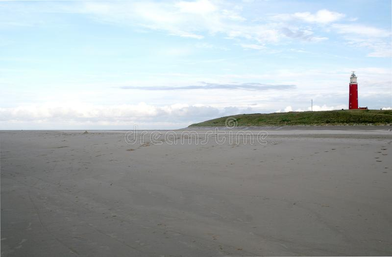 Det ljusa huset på stranden Texel kallas Eierlanden arkivbild