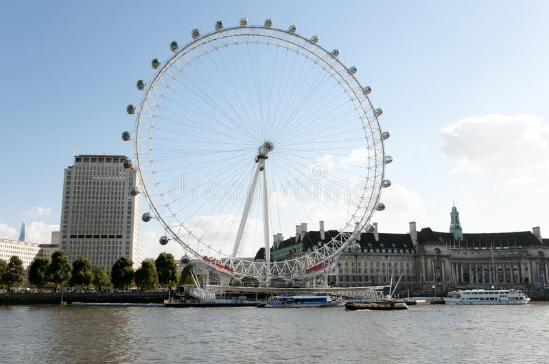 Det London ögat Ferris Wheel - London royaltyfria bilder