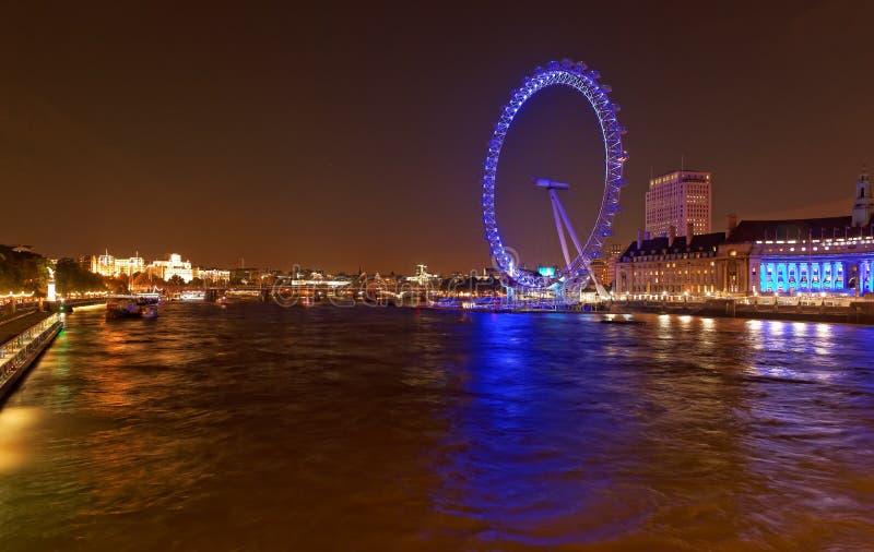 Det London ögat och flodThemsen vid natt, London, UK arkivbilder